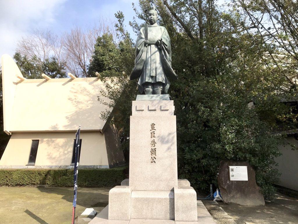 豊臣秀頼の銅像
