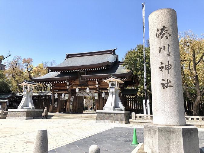 湊川神社入り口